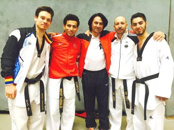 Aziz_mit_Sportlern